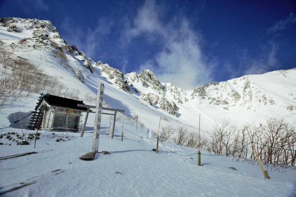 雪の駒ヶ岳神社
