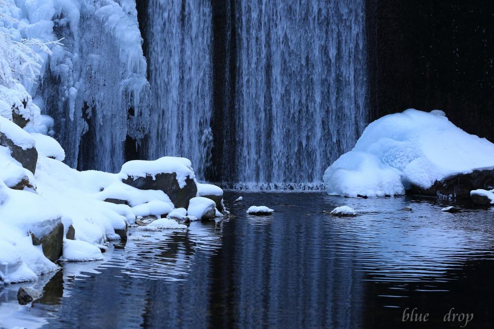 砂防ダムの雪景色