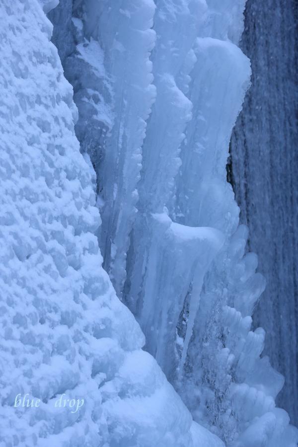 凍てつく水流
