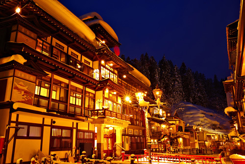 積雪期の銀山温泉の夜景・夕景