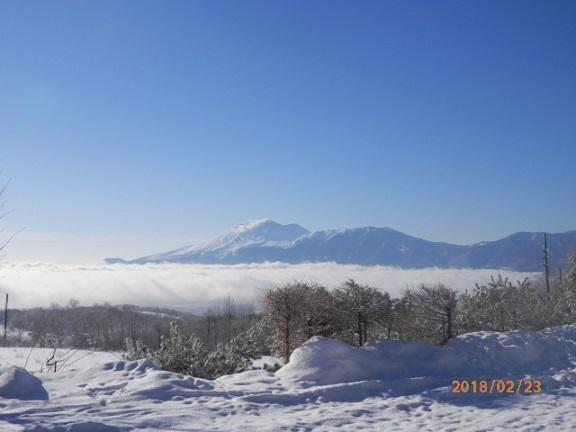 雲海になかの浅間山です