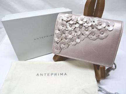 ANTEPRIMA ★アンテプリマ  レザー  ピンク  フラワー・ラインストーン 二つ折り財布