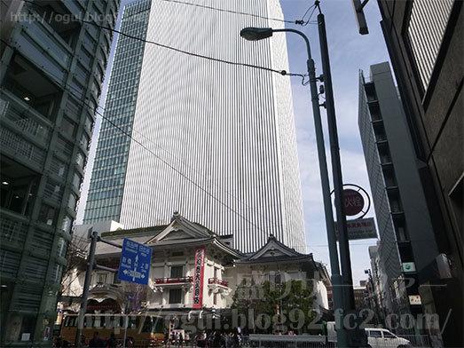 歌舞伎座が望める銀座の路地062