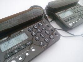 【写真】新しく設置した2台の固定電話