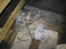 床下のゴミ