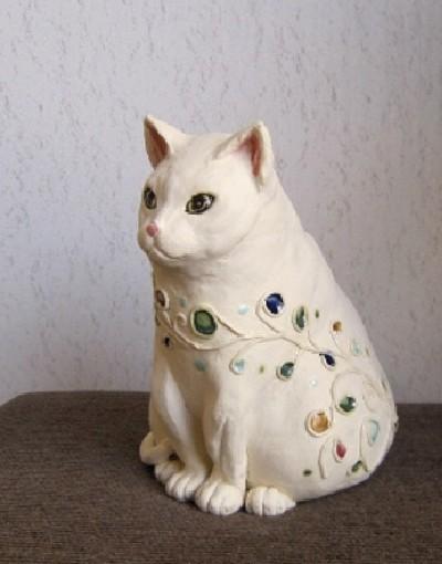 釉薬の水玉が可愛い白いおしゃれ猫