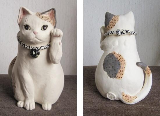 可愛い三毛猫の招き猫点模様