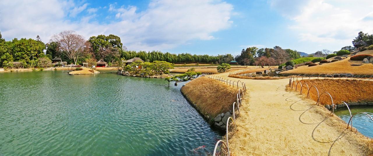 20180113 後楽園今日の園内土橋付近から眺めた西風強いワイド風景 (1)
