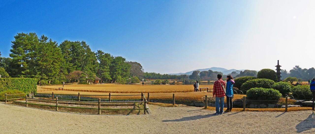 20180120 後楽園今日の鶴鳴館前庭から眺めた園内ワイド風景 (1)