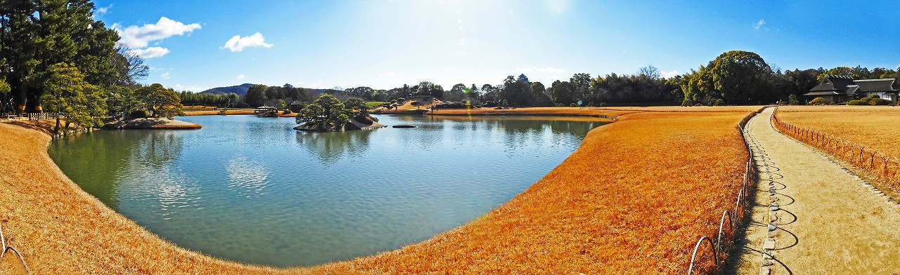 20180125 後楽園今日の寒翠細響軒付近から眺めた沢の池越えの園内ワイド風景 (1)