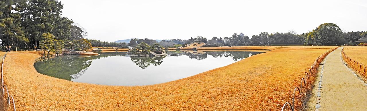 20180202 後楽園今日の細響軒付近から眺めた沢の池越えに見る園内ワイド風景 (1)