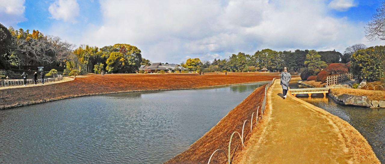 20180212 後楽園今日のひょうたん池越しに眺めた園内ワイド風景 (1)