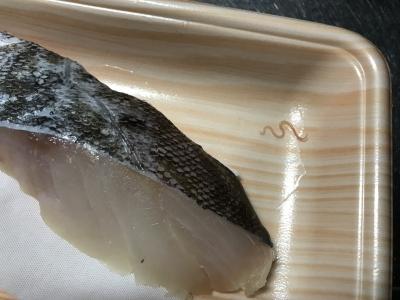 Olympic(オリンピック・スーパーマーケット)で鱈の切り身を買ったら寄生虫?が…