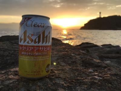 観音崎の朝陽をバックに朝ビール