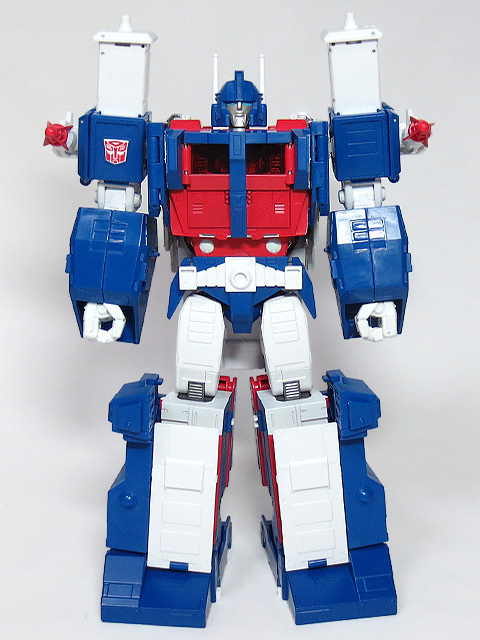 MP22_ULTRA_MAGNUS_a_16.jpg