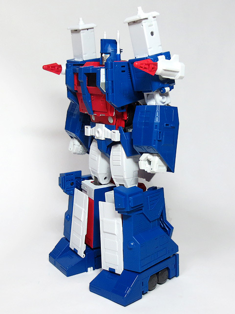 MP22_ULTRA_MAGNUS_a_17.jpg