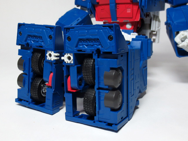 MP22_ULTRA_MAGNUS_a_24.jpg