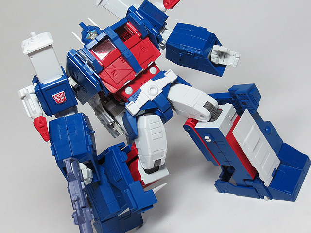 MP22_ULTRA_MAGNUS_a_40.jpg