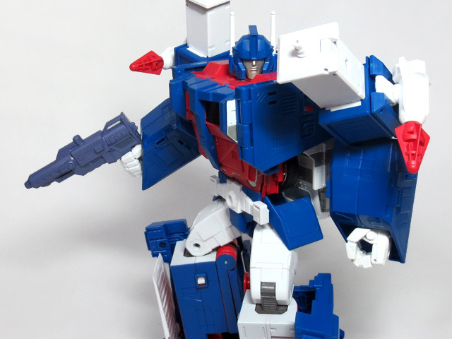 MP22_ULTRA_MAGNUS_a_43.jpg