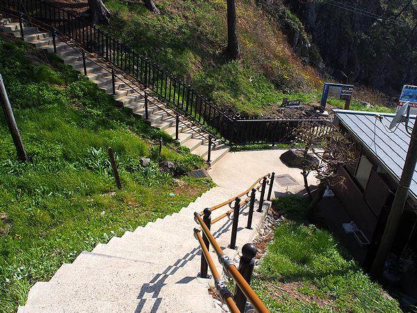 巌門への遊歩道