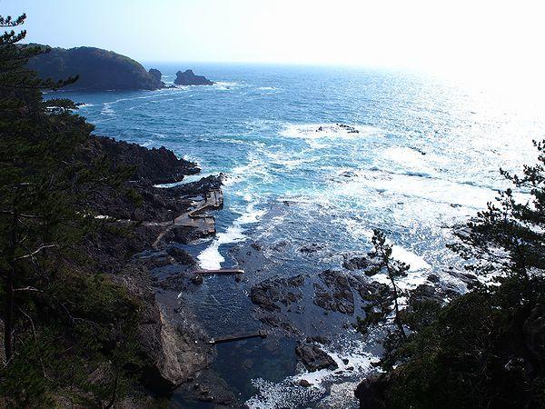 巌門の海岸