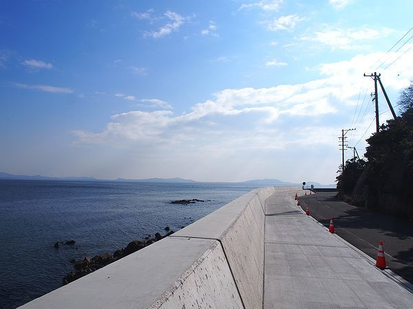 海に沿った道