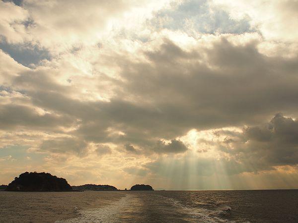日間賀島へ向かう高速船