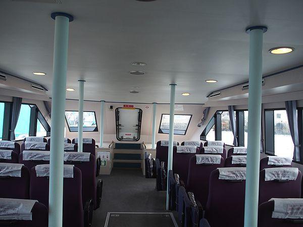 高速船の船内