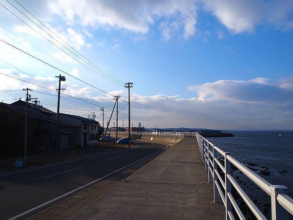 日間賀島北側の道