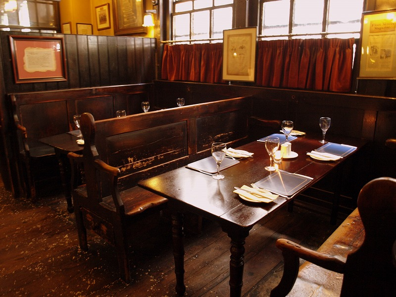 ■ Ye Olde Cheshire Cheese 最古のパブ