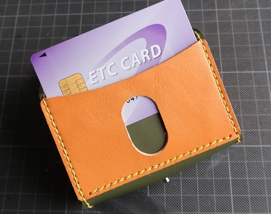 Bコインケース2号カード出し入れ