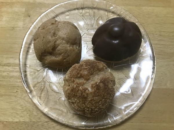エーワンベーカリー 天王寺店 シュークリーム、いちごミルクロール (3)