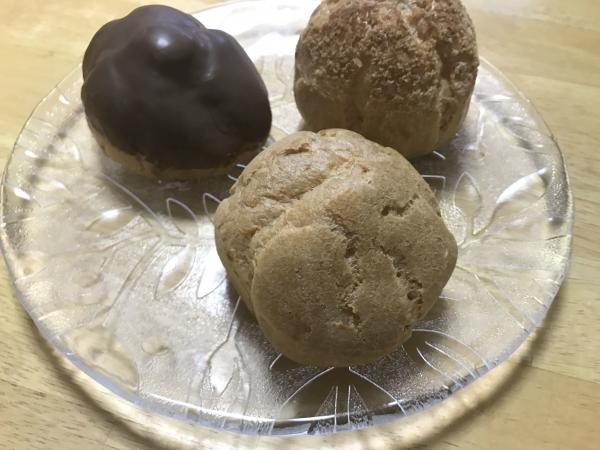 エーワンベーカリー 天王寺店 シュークリーム、いちごミルクロール (5)