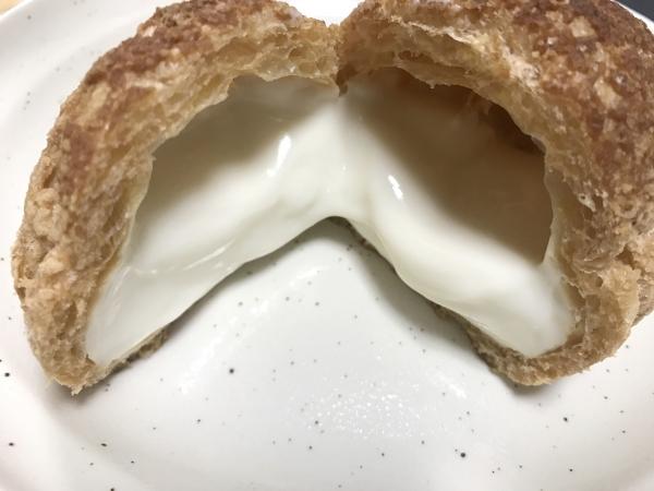 エーワンベーカリー 天王寺店 シュークリーム、いちごミルクロール (11)