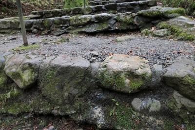 西塔地区への石段