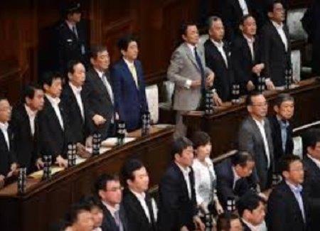 20180129法案に賛成する首相と閣僚
