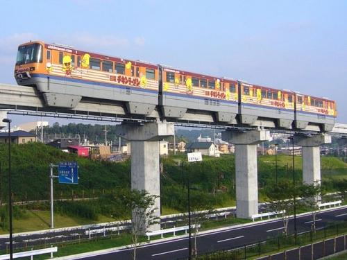 640px-大阪モノレール1000系チキンラーメン号-2