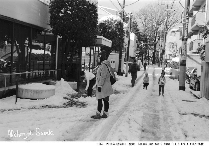 雪が降る1052-42