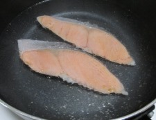 甘塩鮭の炊き込みご飯 調理②