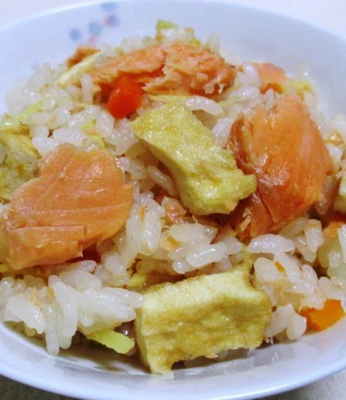 甘塩鮭の炊き込みご飯 拡大