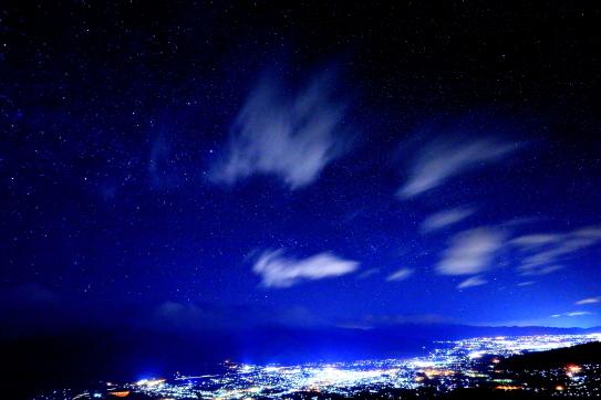 伊那谷の夜景と星空