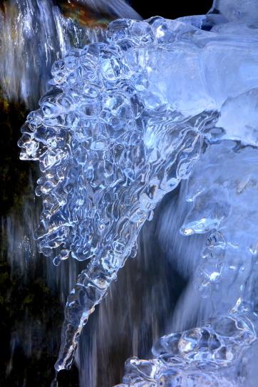 酷寒の渓流