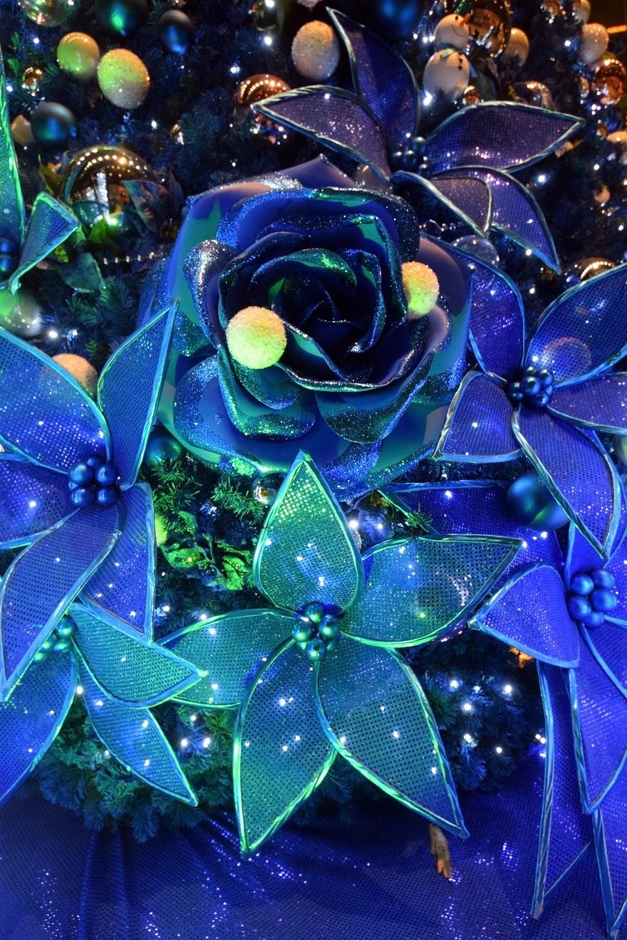 青いクリスマスツリー (1)