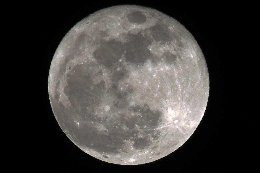 018年1月の月(2)