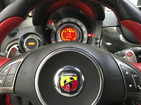 abarth_tributo_ferrari695_key3.jpg