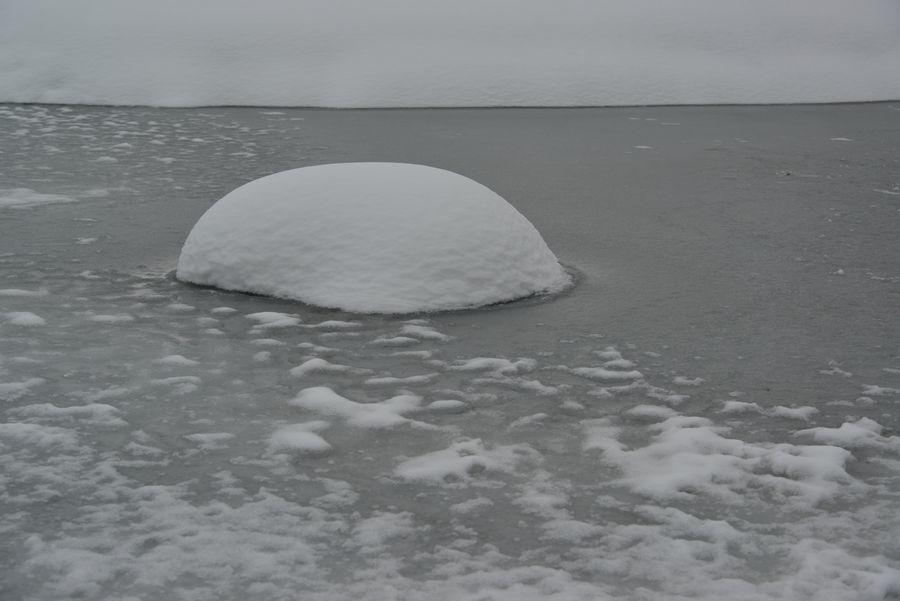 池の雪-4