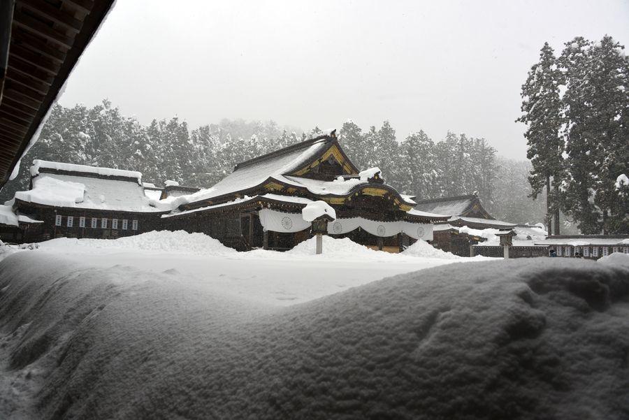 大雪の弥彦神社-2