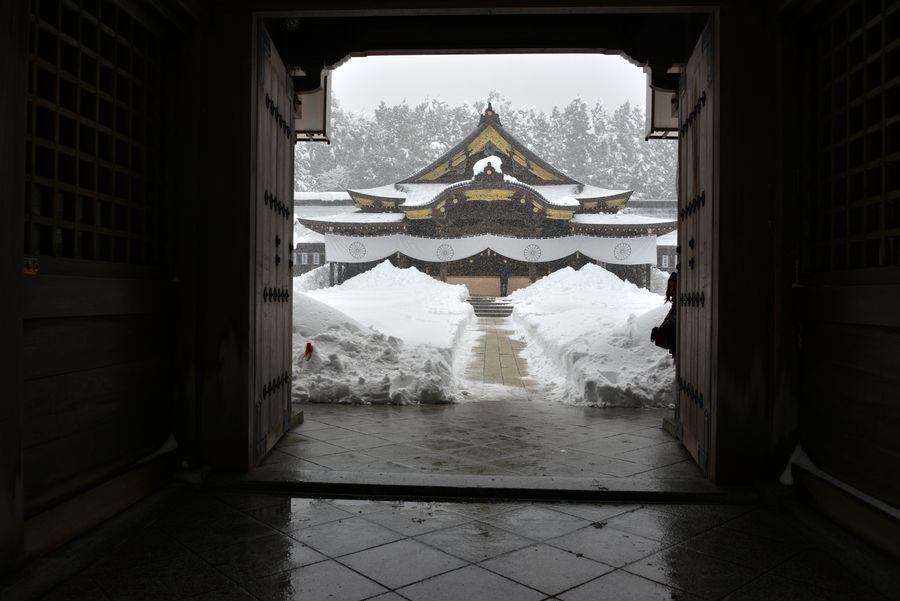 大雪の弥彦神社-4