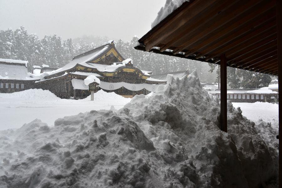 大雪の弥彦神社-5