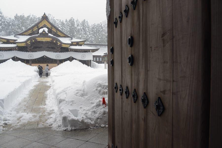 大雪の弥彦神社-8